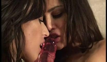 Lesbiana fucks Latinas sluty