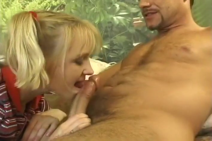 Blond Amateur Guzzling Down Cum How much energy is spent in anhour long sex