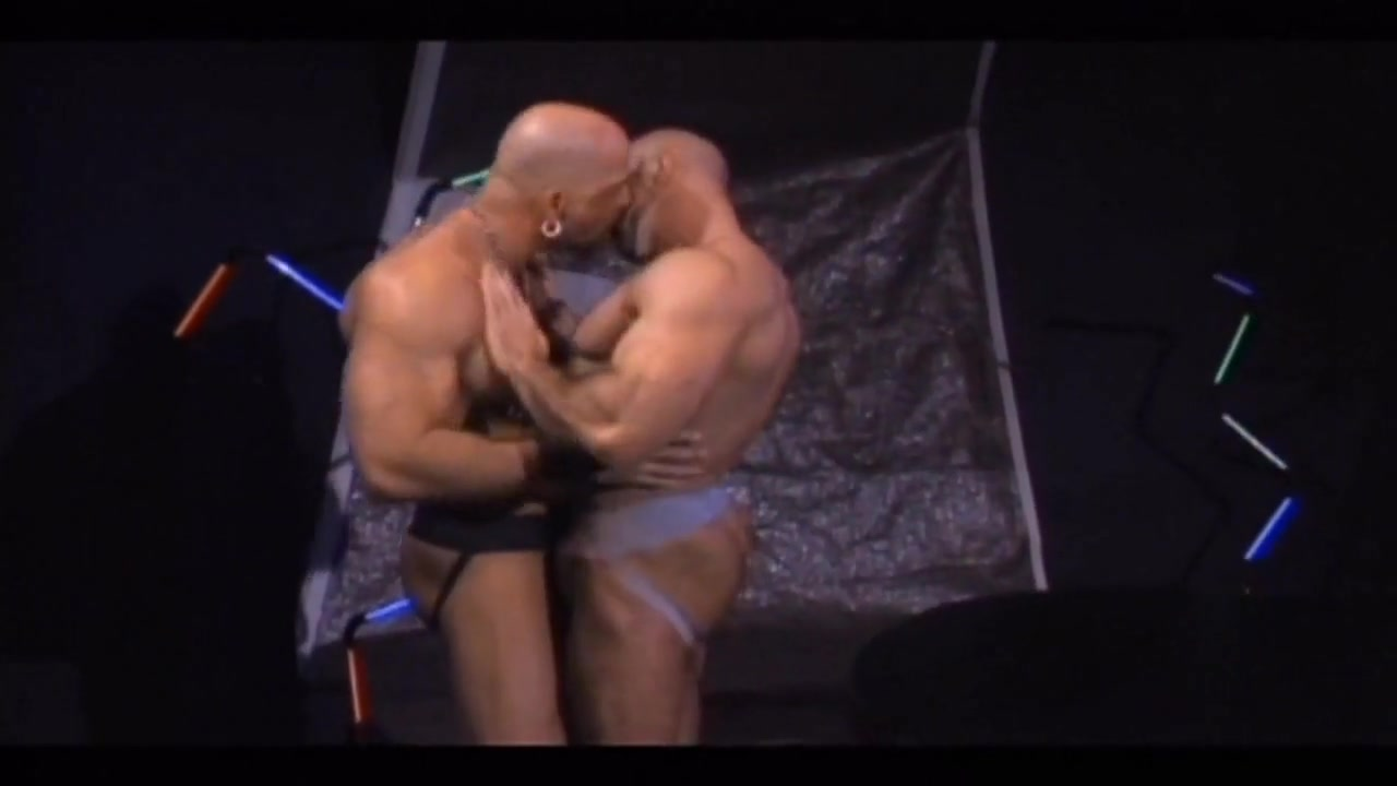Hot muscle bears dixie dynamite porn star