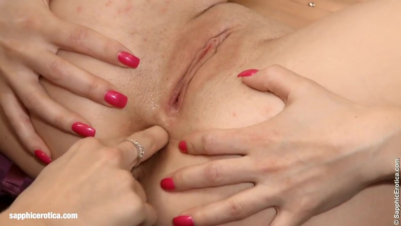 Sexis orgasm lesbian Scissoring