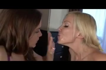 Closet masturbatian lesbi Amateur