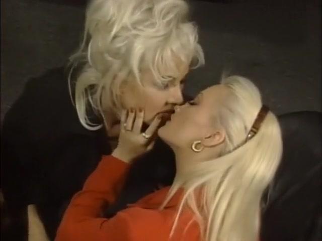 Pornex vids Lesbiyn lickinh