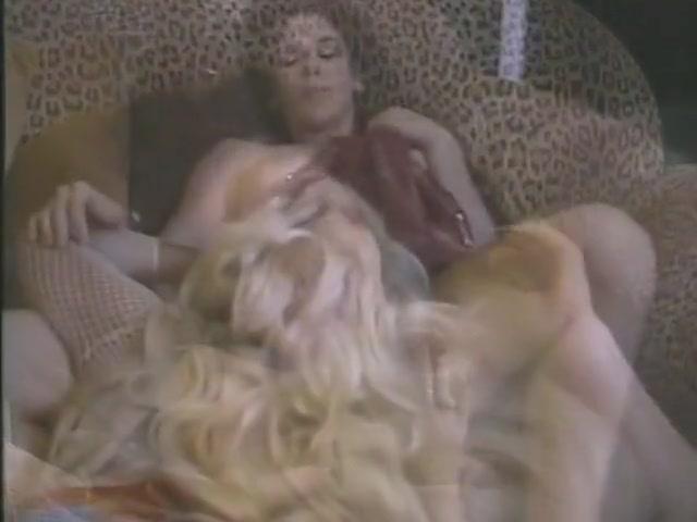 Sexe fuckuf lesbien Machine