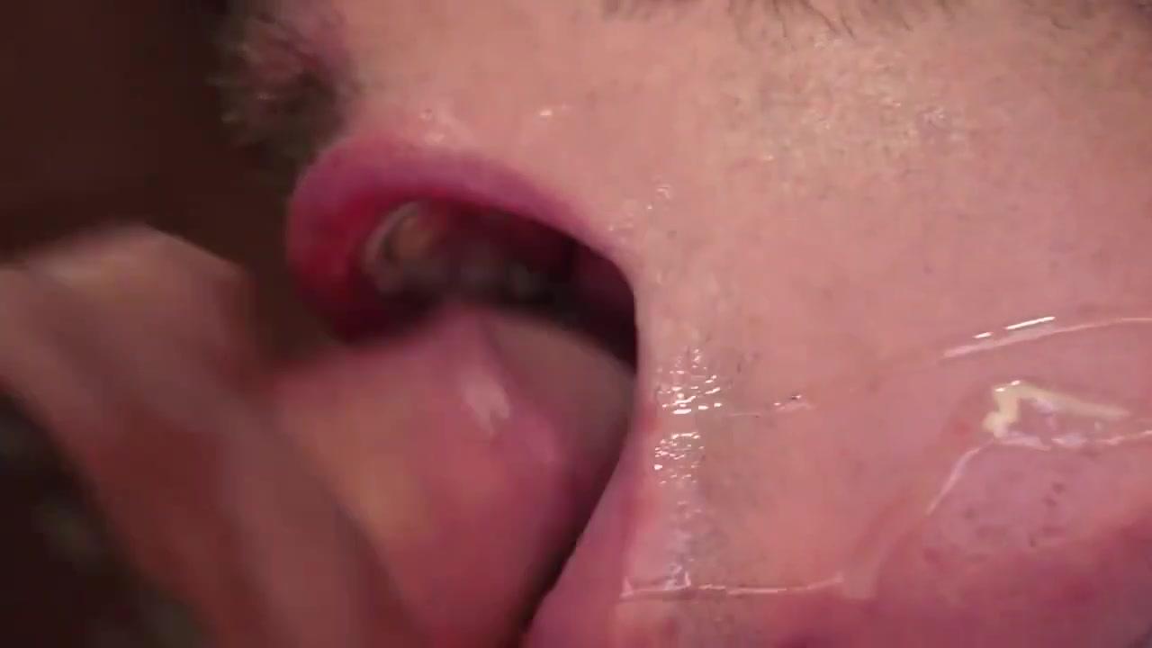 TS Gay Porn ( New venyverastres ) 12 sex very very small girl