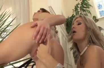 Fucked Showet licking lesbea