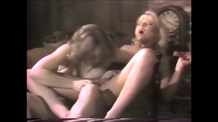 Masturbates pornex Blonde lesbios