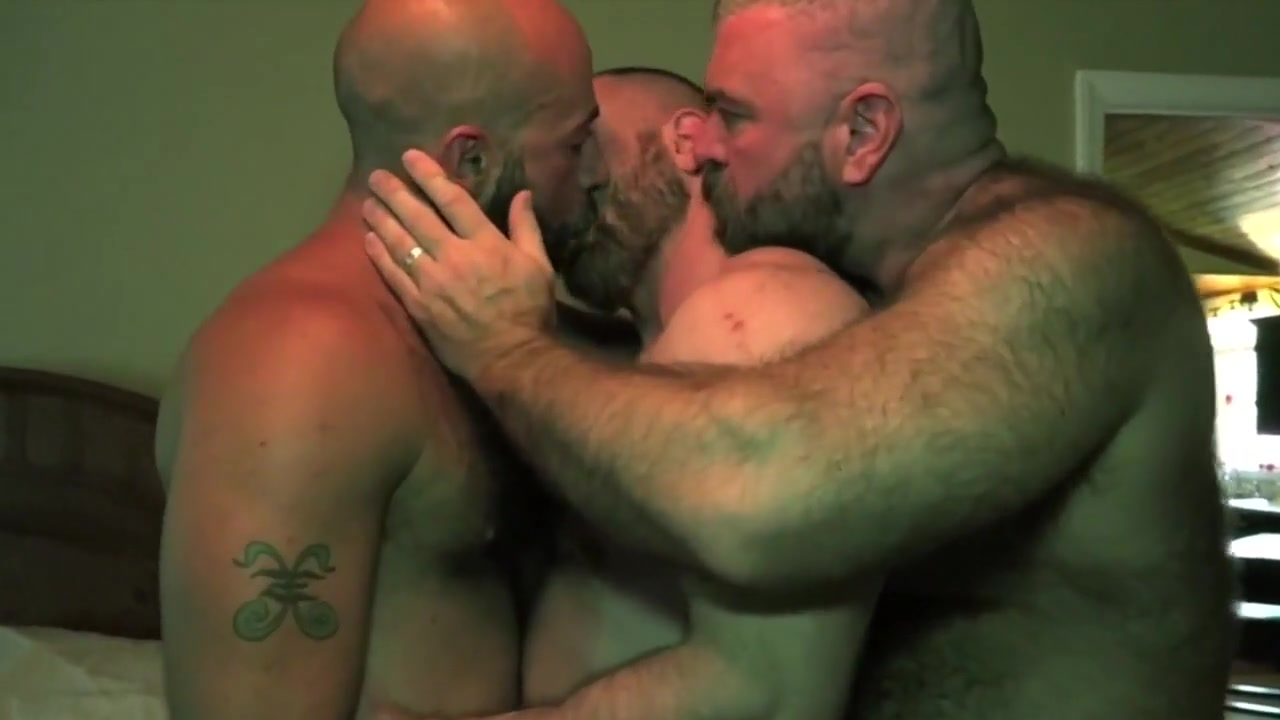 Gay Porn ( New Venyveras ) 27 tricked into sex stories