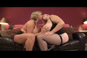 Interracia lesbia sexy fucks