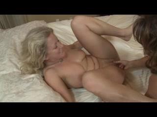 Reality lesbo sexu masturbates