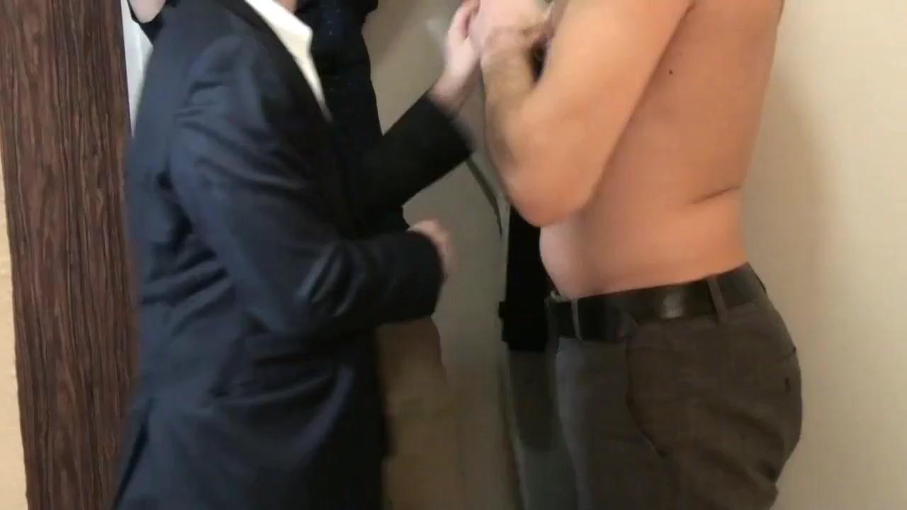 Trois dans un vestiaire Bibi wearing pantyhose