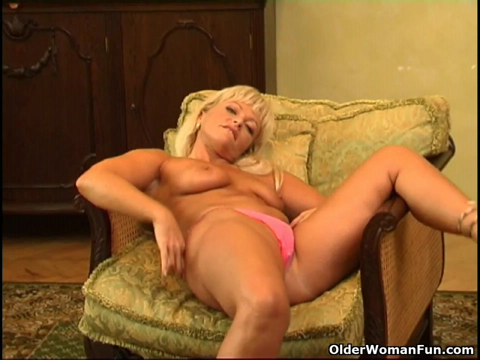 Sexy aged woman with curvy body masturbates Shemale assholes suck dick and anal