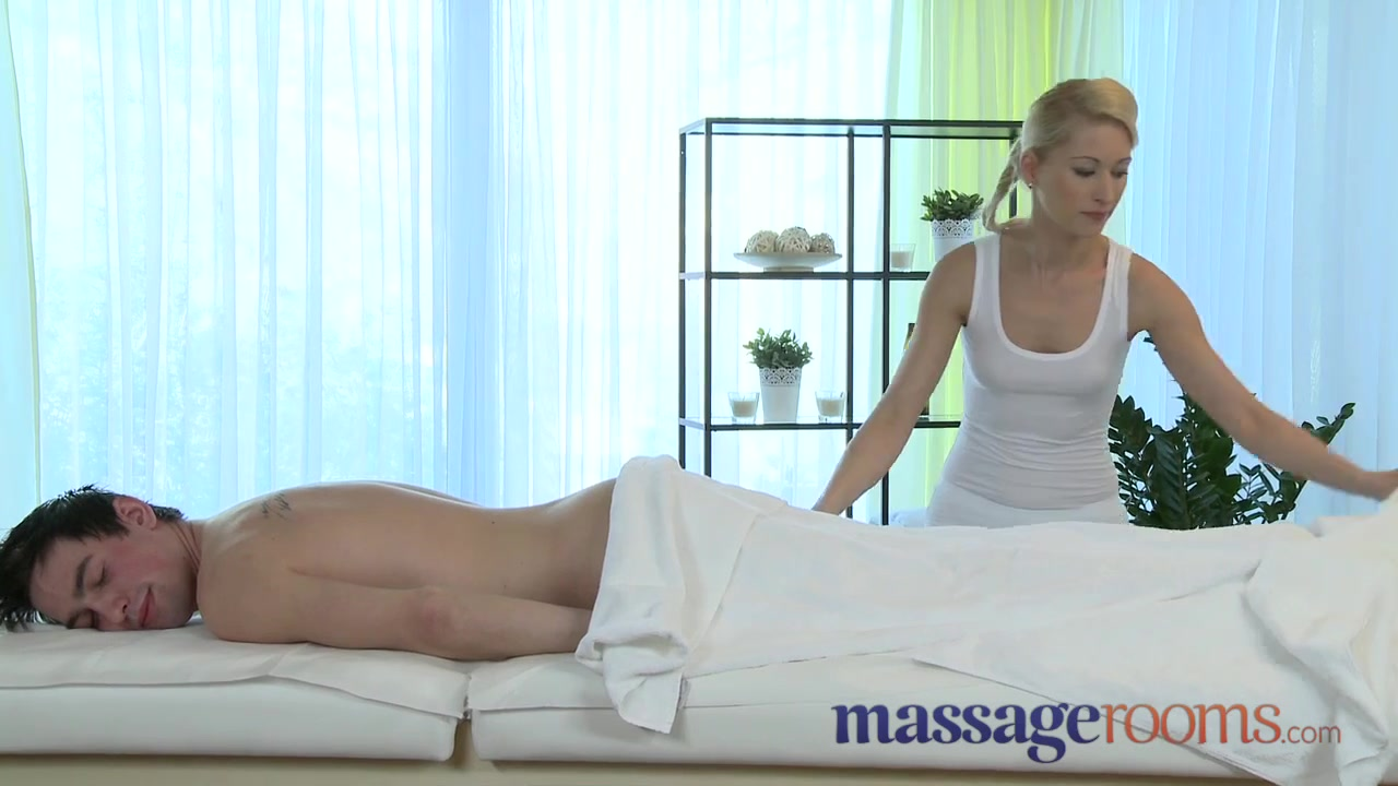 Massage Rooms Uma rims chap in advance of squirting and satisfying Fishnet ebony porn