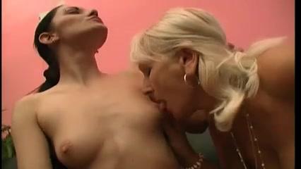 Lesbos homemade masturbates 69