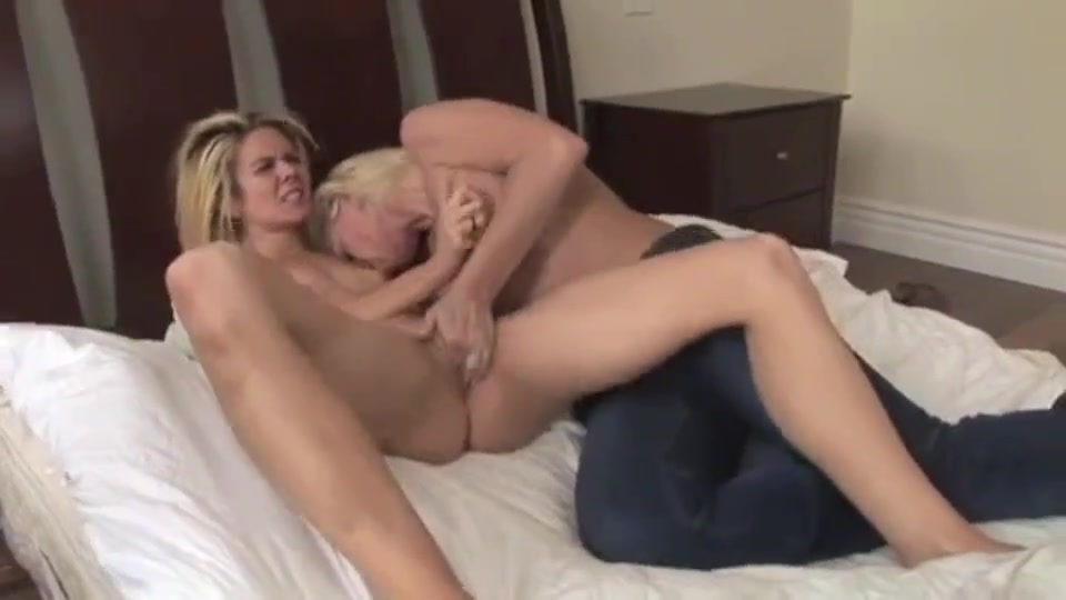 Lesbion pussy licking Milff closeup