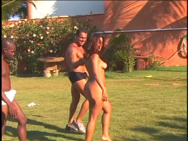 Latin Chick avec billibongs perky fait un strip-tease puis profite d'une baise interraciale de 3% How to take a picture for a hookup website