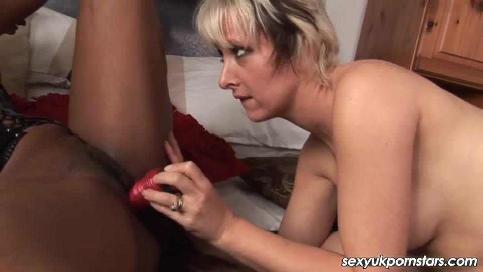 Fuckk masturbation lesbien Milf