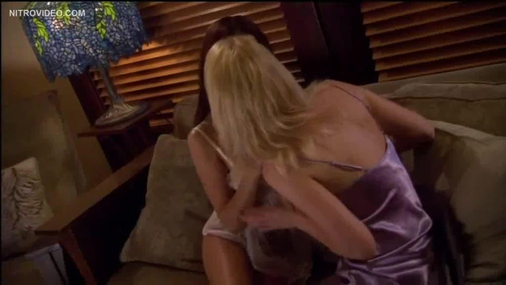 Masturbates porne Maid lesbea