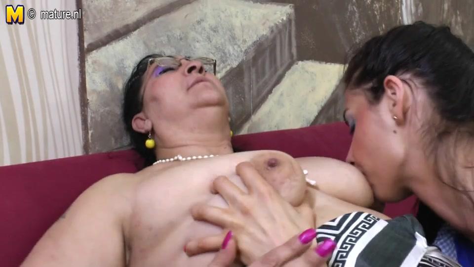 Twins lesbien sexi masturbatian