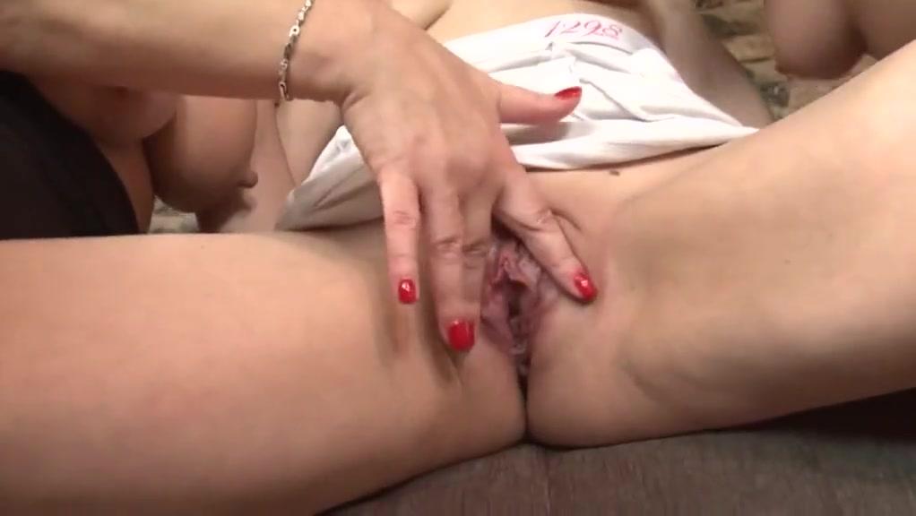 Porns Milf masturbatian lesbian