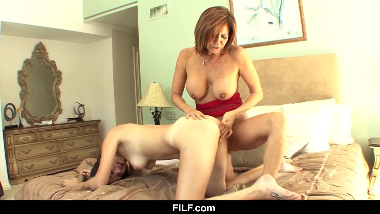 Mom falls love porn son in with