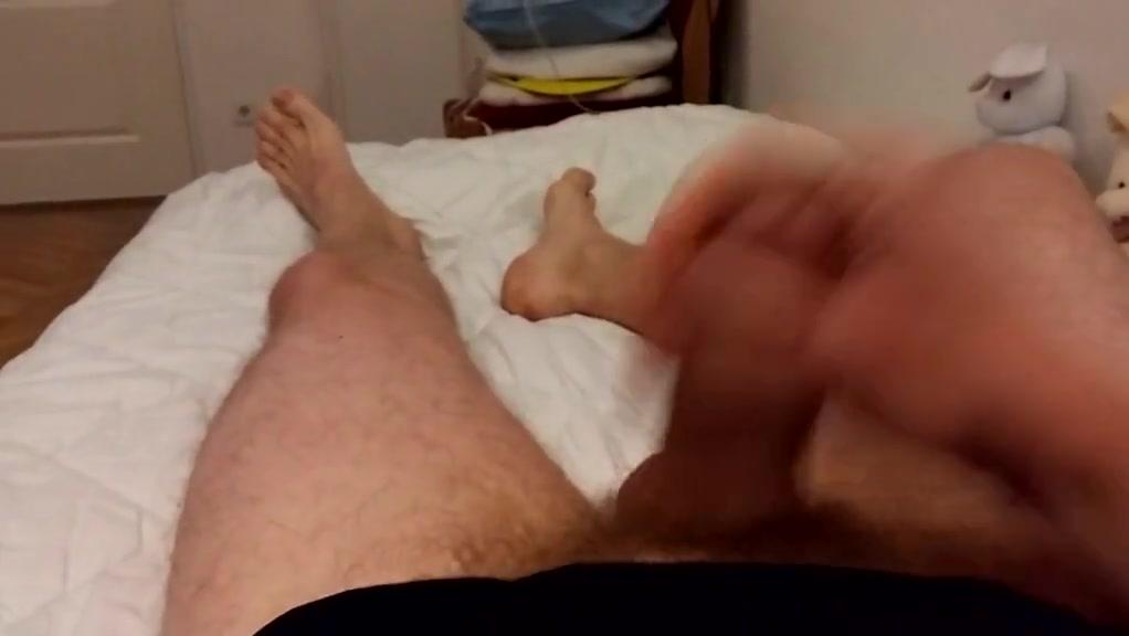 Boy wanking in bed boy beim wichsen im bett interacial gay sex videos