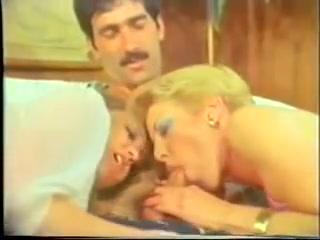 Vintage Loop - Juliette Anderson three Way Sexy blonde girls masturbating