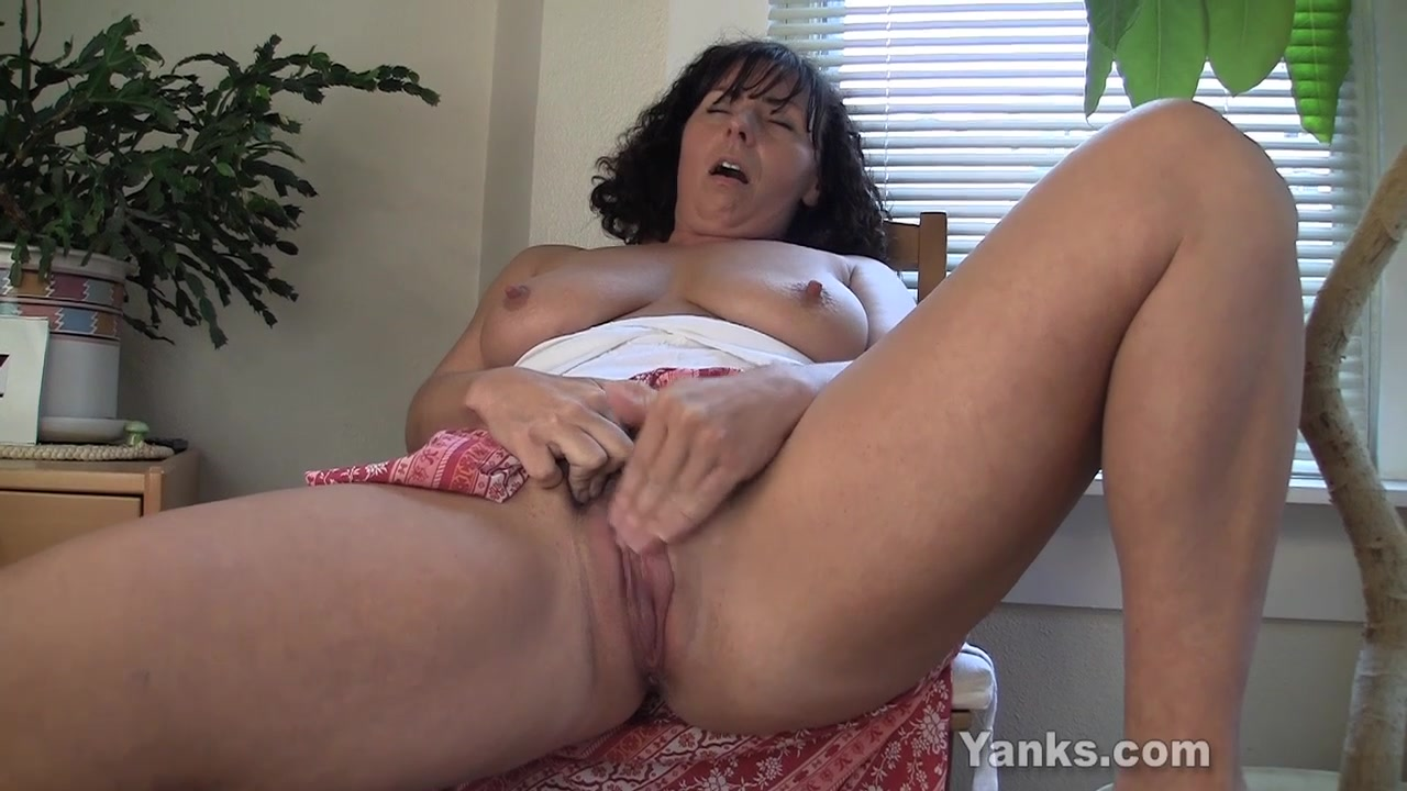 Lynn, the Mommy with Super Awesome Milk Sacks hardcore eating out porn
