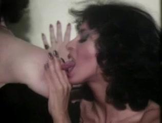 Masturbatian sexu Shower lesbien