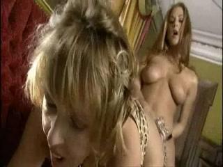 Boobys lesbiana closet porn