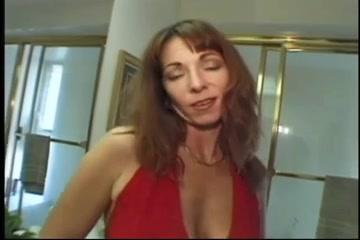 La scene anale presque toute de Elle Devyne! Egetion Sleeping Sister