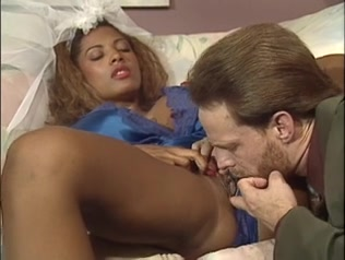 Breasty cherie basane recoit une precieuse double penetration interraciale
