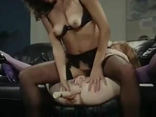 Pornos fuckin gallery Lesbianes