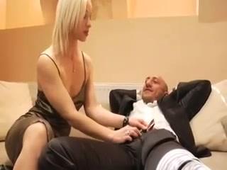 Slender blond hotty Sex Escort in Waku Kungo