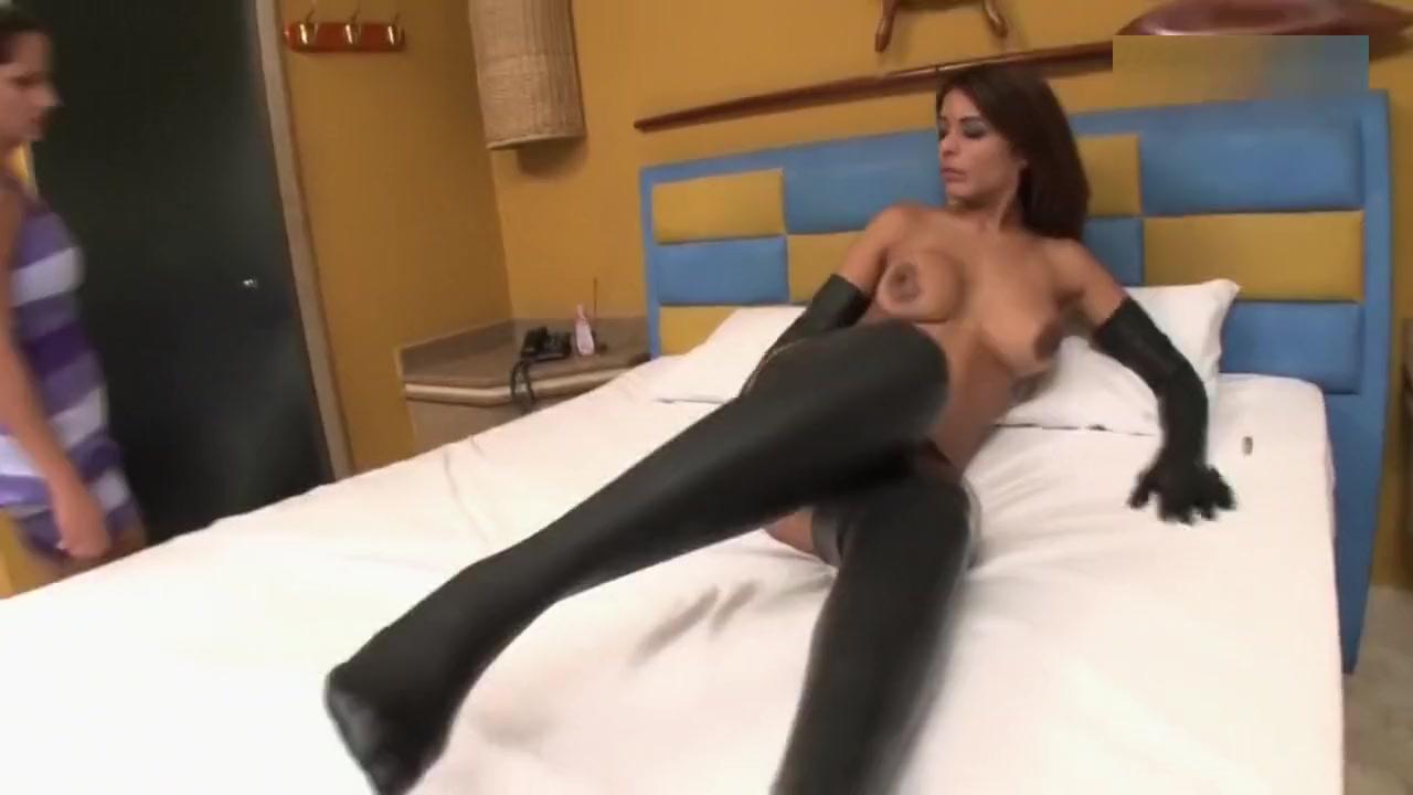 Fernanda And Luana girls showing off on webcam