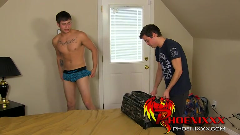 Dustin Fitch Julian Smiles - Dustin and Julian Are Stuck Sharing a Room - PhoeniXXX Latin adultery alexia