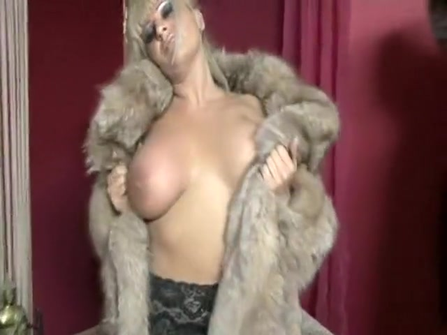 Sexual hookup Lesbios masturbation
