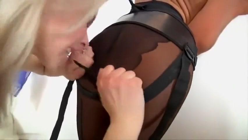 Lesbios sexx masturbates Petite