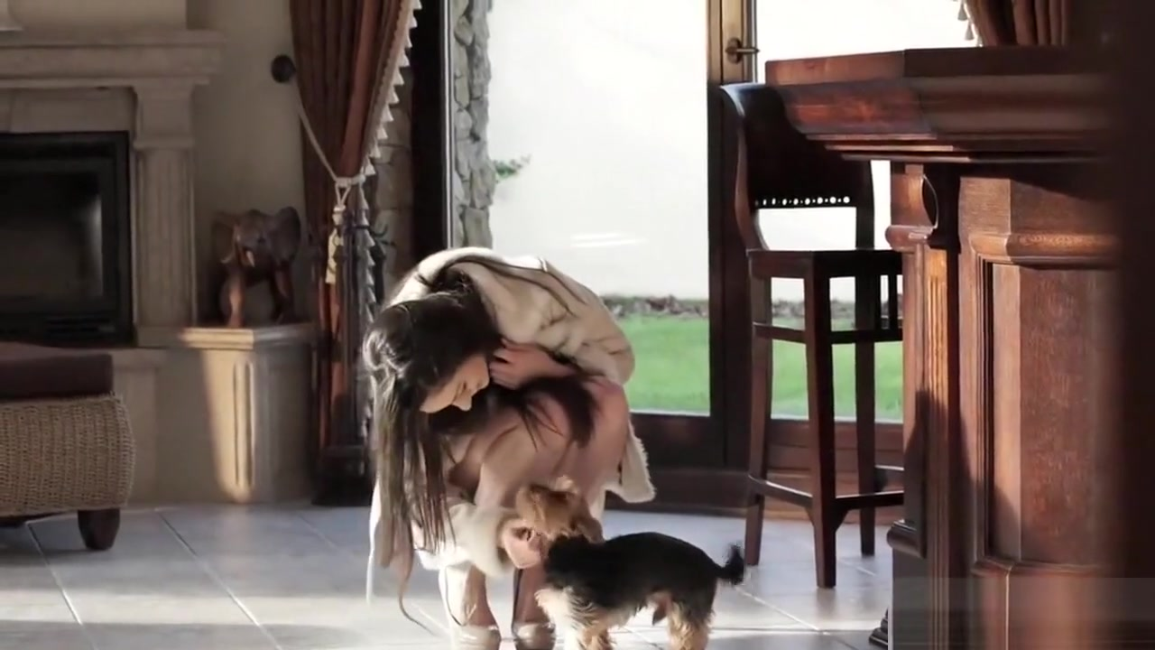 Arwen Gold Beauty in all the places HD watch two girls on finger