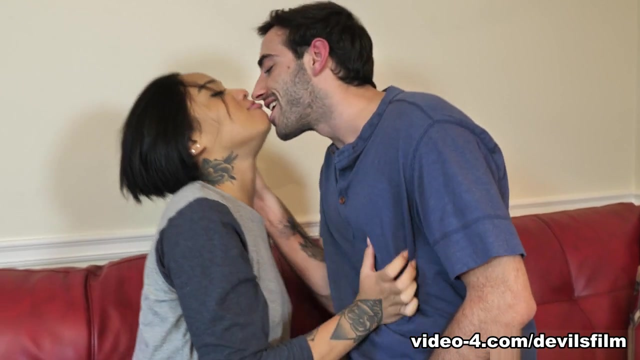 Honey Gold & Jake Adams in Shes Full Of Squirt #2, Scene #01 - DevilsFilm
