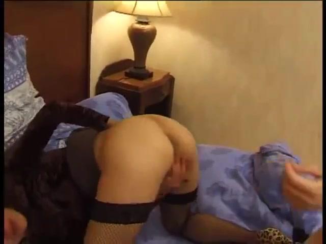 Sexual Machine licking lesbiam