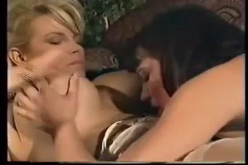 Lesbiean girls fuckin Clitoris