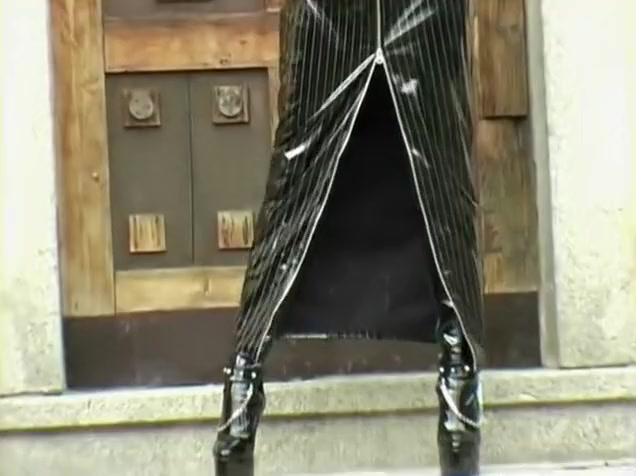 Sexy blonde in all leather whips dem boobies out! Shemale tube french