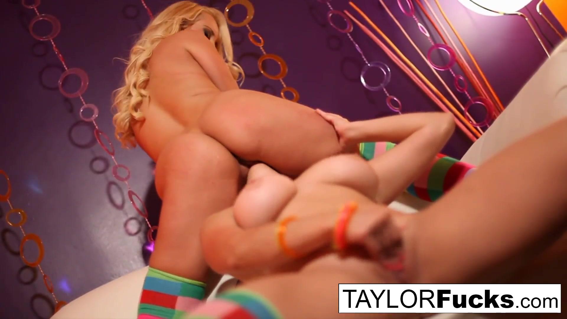Naked fuckuf Twinz lesbien