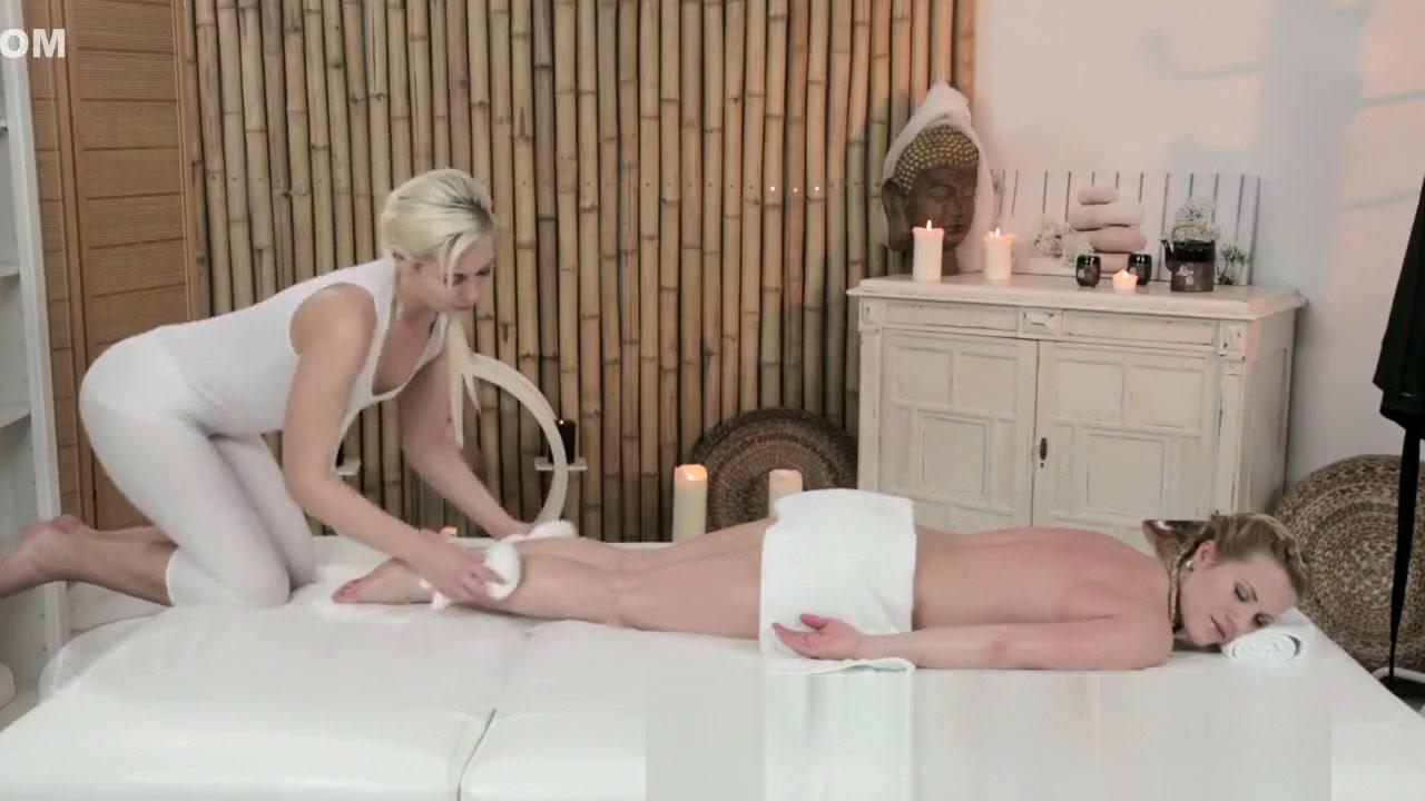 Masturbatian Pool lesbin sexo