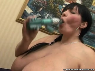 SIMONE STEPHENS 34JJ MASTERBATING LARGE LIPS Top rated porn session in threesome with Chiharu