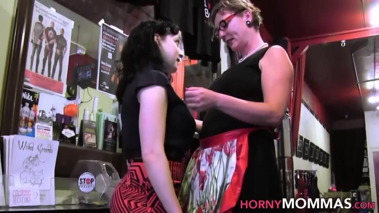 Peeing Lesbion fucker