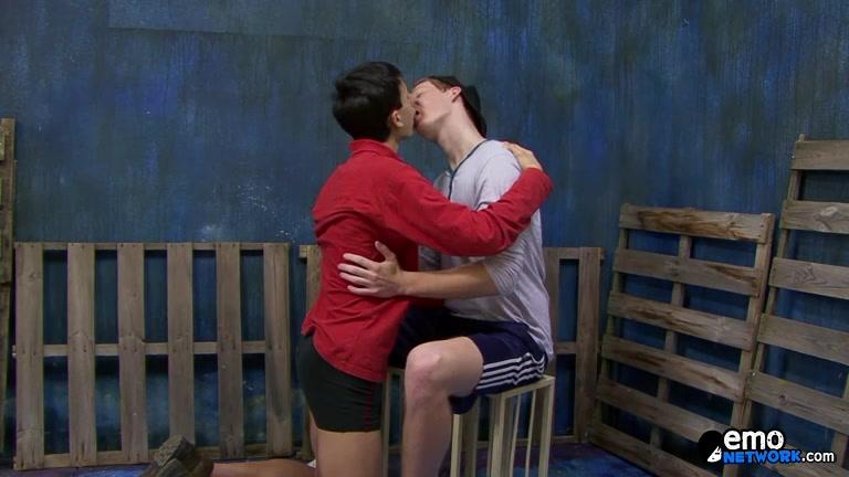 Sweet Teen Friends Enjoying Dicks - Jack Ford Tom Delas - ExposedEmos gay thugs sucking dick
