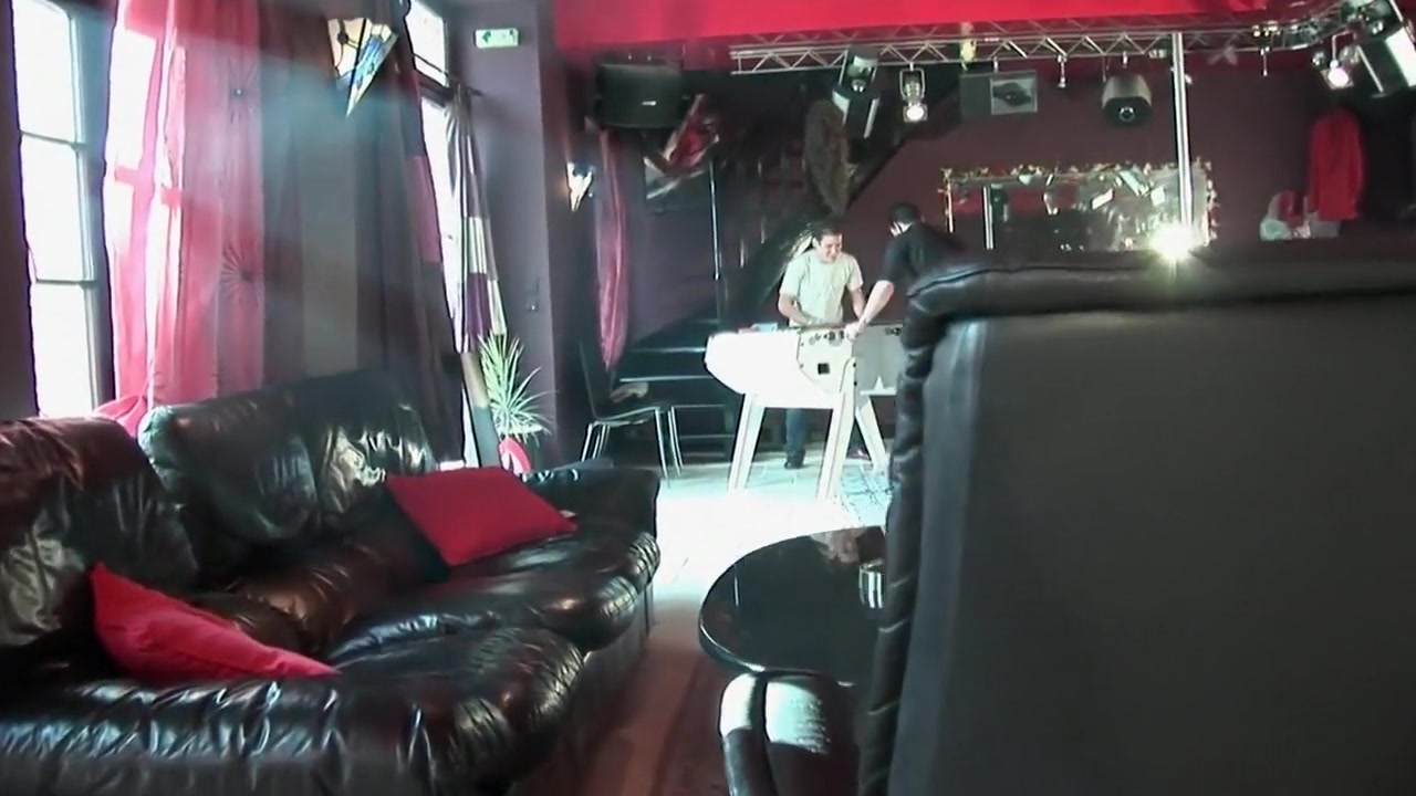 La petite blonde se faire un plan a trois dans un club libertin Free Shemale Massage Movies