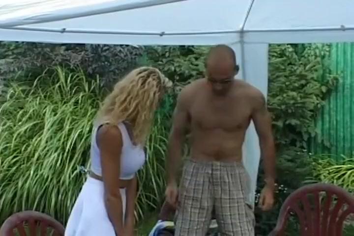 Une amatrice russe plombee dans le jardin Busty adventures kerry marie