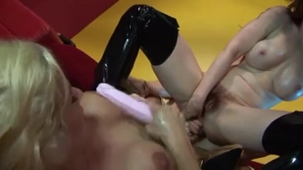 Lesbias fuckd Brunettes closet